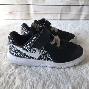 Nike Flex Girls Black & White Hearts sz 9C